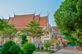 Wat Sa Thong (วัดสระทอง) Tambon Nuea Mueang, Amphoe Mueang Roi Et, Chang Wat Roi Et 45000, Thailand.