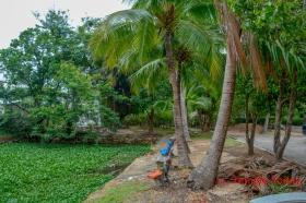 Wat Sawang Arom (วัดสว่างอารมย์) Tambon Nai Mueang, Amphoe Mueang Roi Et, Chang Wat Roi Et 45000, Thailand.